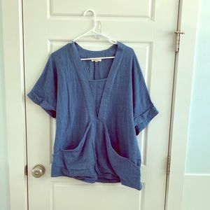 Really cute top with fun front pocket!